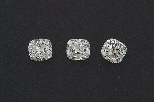 un set cushion cut diamonds
