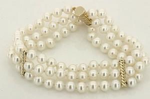 triple-strand-pearl-bracelet