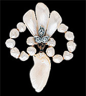 Natural freshwater pearl brooch with three diamonds